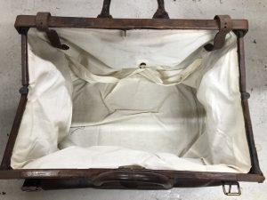 Gladstone Bag Inside